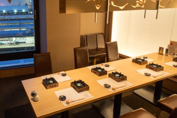 新宿駅の夜景が一望できる10名様の完全個室席